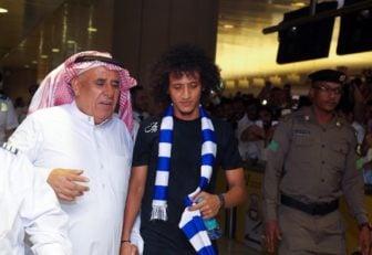 عمر عبدالرحمان ستاره تیم ملی امارات و جدید باشگاه الهلال عربستان است عمر عبدالرحمان در میان استقبال بی نظیر هواداران این تیم عربستانی وارد ریاض شد.