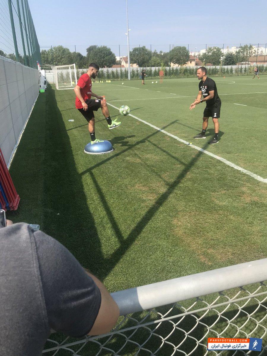 نبیل فکیر در تمرینات این تیم حاضر شد نبیل فکیر می توانست امروز در لیورپول حاضر باشد اما به فرانسه بازگشت تا دوباره با لیون تمرین کند.