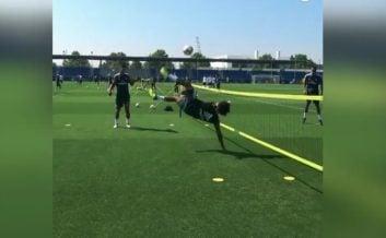 قیچی برگردون زیبا مارسلو در تمرین رئال مادرید