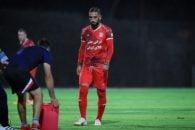 اشکان دژاگه کاپیتان تیم ملی فوتبال ایران است اشکان دژاگه به دستور تعویض خود در نیمه اول وقت های اضافه به شدت واکنش نشان داد.