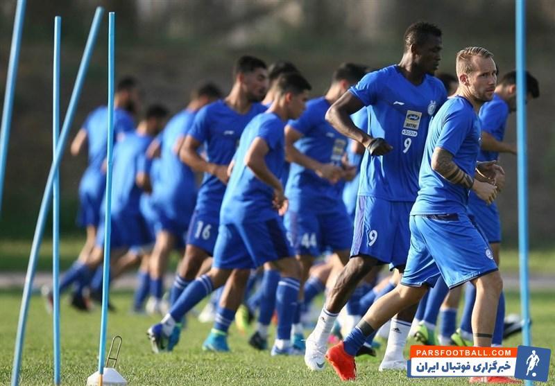 تمرین عصر امروز (چهارشنبه) تیم استقلال در غیاب شفر و زیر نظر دیگر مربیان این تیم برگزار شد.