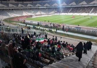 مبینا - دختر پرسپولیسی در ورزشگاه آزادی - ایران - حضور بانوان در ورزشگاه آزادی - ایران