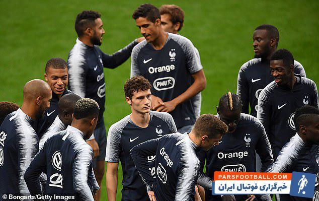 تیم ملی فرانسه در آستانهی دیدار امشب در مقابل آلمان که در پاریس و در استاد دو فرانس برگزار خواهد شد تیم ملی فرانسه روز دوشنبه در این ورزشگاه تمرین کرد.