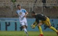 فرزین گروسیان دروازه بان استقلال خوزستان در دیدار با تیم سابق خود، چهره درخشان زمین بود گروسیان توانست بارها مهاجمان استقلال را ناکام کند.