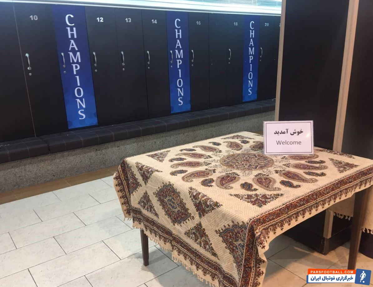 فدراسیون فوتبال نیز جهت ثبت خاطرهای خوشی از حضور کاشیما در تهران در رختکن کاشیما در ورزشگاه آزادی با صنایع دستی قلمکاری به آنها خوش آمد گفتند.
