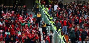 ورود زنان به ورزشگاه آزادی با تشویق مداوم مردان در دیدار پرسپولیس و کاشیما آنتلرز در فینال لیگ قهرمانان آسیا