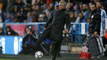 حرکات تکنیکی جالب مربیان فوتبال در کنار زمین