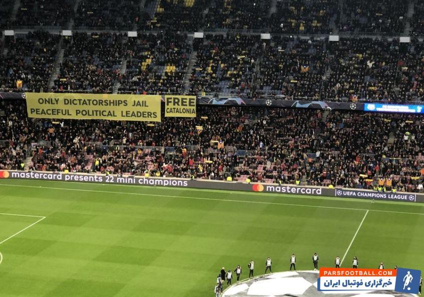 پیش از شروع بازی بارسلونا و تاتنهام در استادیوم نوکمپ بنری در استادیوم به نمایش درآمد که مضمون سیاسی داشت و ممکن است به محرومیت بارسلونا منجر شود.