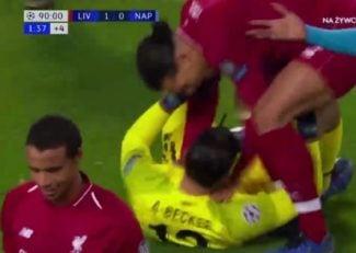 سیو نجات دهنده ی آلیسون بکر در دیدار لیورپول برابر ناپولی در لیگ قهرمانان اروپا