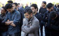 تجمع اعتراض آمیز بازیکنان نفت جلوی درب وزارت نفت