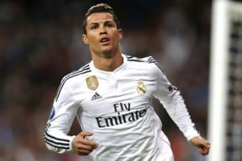 روحیه جنگجویانه و مبارزه صلبی کریس رونالدو ستاره رئال مادرید در زمین فوتبال
