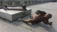 کلیپ خبر ورزشی از تخریب دوباره مجسمه لیونل مسی در بوینس آیرس
