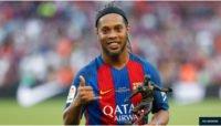 رونالدینیو ستاره سابق بارسلونا به طور رسمی از دنیای فوتبال خداحافظی کرد