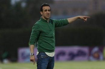 علی کریمی سرمربی سپید رود بعد از برد برابر سایپا با کعبی به جشن گرفتن پیروزی پرداختند