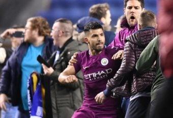حاشیه های دیدار منچسترسیتی و ویگان ؛ درگیری آگوئرو با یکی از هواداران تیم رقیب