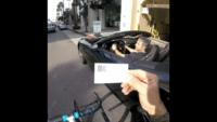 شوخی دوچرخه سوار با ماشین گرانقیمت