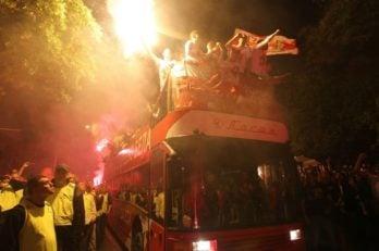 آتش سوزی اتوبوس تیم ستاره سرخ بلگراد در جشن قهرمانی
