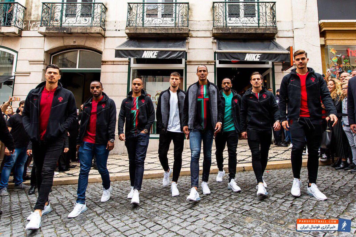 مراسم رونمایی از لباس های تیم ملی فوتبال پرتغال در جام جهانی توسط کمپانی نایکی برگزار شد.مدیر ارشد طراحی شرکت نایکی در این خصوص می گوید: پیراهن های طراحی شده از قهرمانی پرتغال در اروپا الهام گرفته شده و بیانگر مفهوم سلطنتی مدرن است.