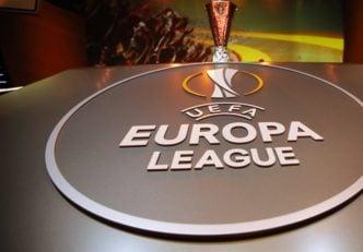 گریزمان مهاجم اتلتیکو در برابر دیمتری پایه هافبک خوش تکنیک تیم مارسی در لیگ اروپا