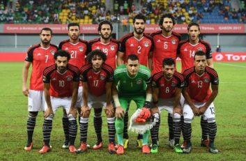 مصر ؛ تصویری از جمع آوری زباله های از سوی هواداران مصر بعد از بازی برابر روسیه