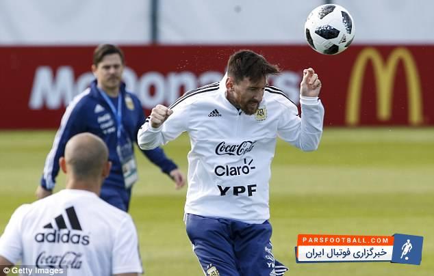 ستاره های تیم ملی آرژانتین از جمله لیونل مسی به ابراز احساسات هواداران حاضر در روسیه پاسخ دادند.
