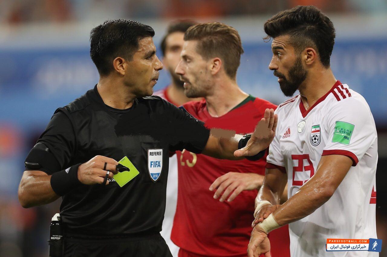 رامین رضائیان به عنوان اولین بازیکن روی سر پورعلی گنجی حاضر شد رامین رضائیان بارها به داور اشاره کرد که کاپیتان پرتغال با دست به صورت مرتضی ضربه زده است.