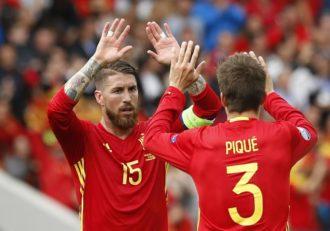 پیکه ؛ فیلم ؛ پیراهن ویژه ای که راموس به پیکه برای صدمین بازیش برای اسپانیا اهدا کرد