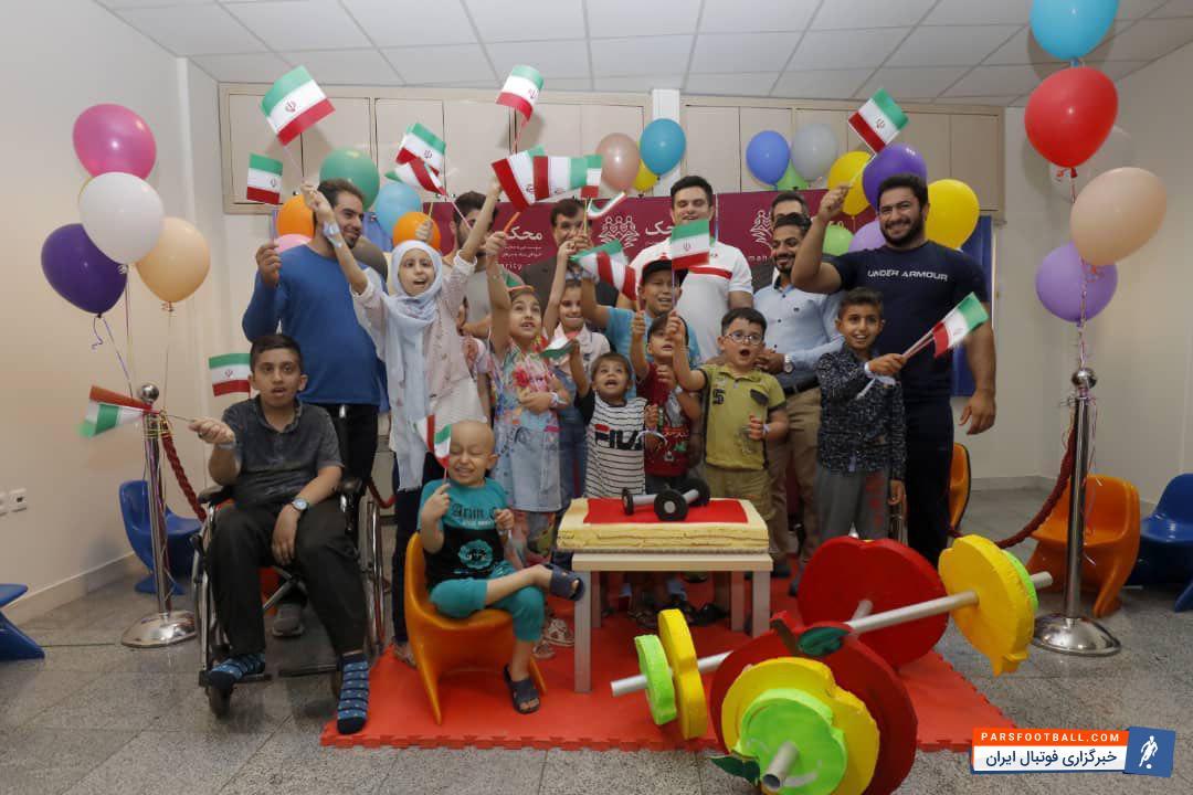 اعضای تیم ملی وزنه برداری یک روز را با کودکان محک تمرین کردند علی مرادی به همراه اعضای تیم ملی وزنه برداری کشورمان به محک آمدند .