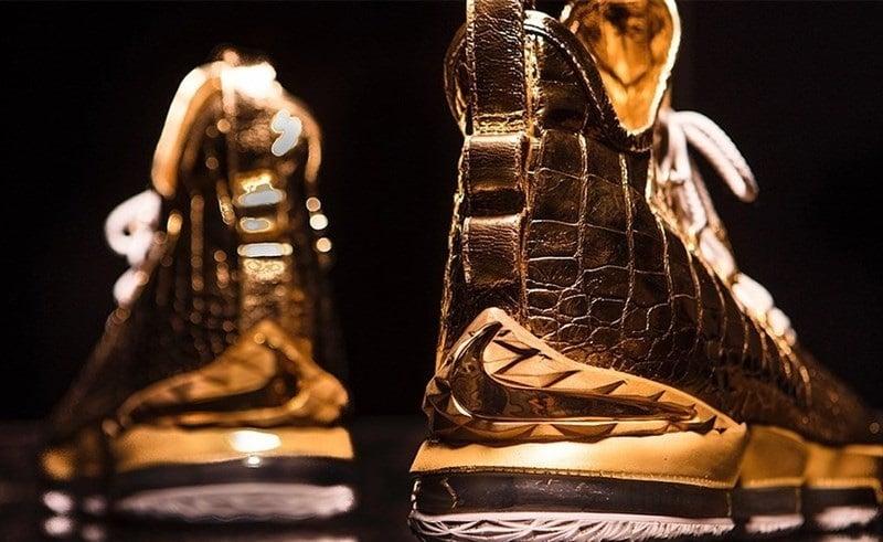 شرکت معتبر تولید کفش آمریکایی، هدیهای خاص و گران قیمت به لبران جیمز فوق ستاره تیم بسکتبال لس آنجلس لیکرز هدیه کرد.