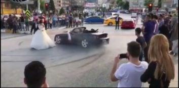ماشین عروس ؛ حرکات نمایشی عجیب داماد جوگیر با ماشین عروس ؛ پارس فوتبال