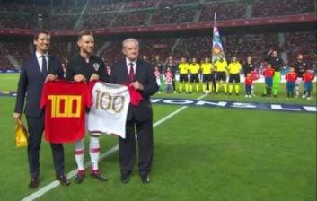 راکیتیچ ؛ تقدیر از ایوان راکیتیچ به مناسبت صدمین بازی ملی در دیدار کرواسی اسپانیا