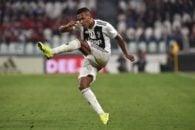 ساندرو بازیکن تیم فوتبال یوونتوس ایتالیا در دیدار برابر والنسیا مصدوم شد