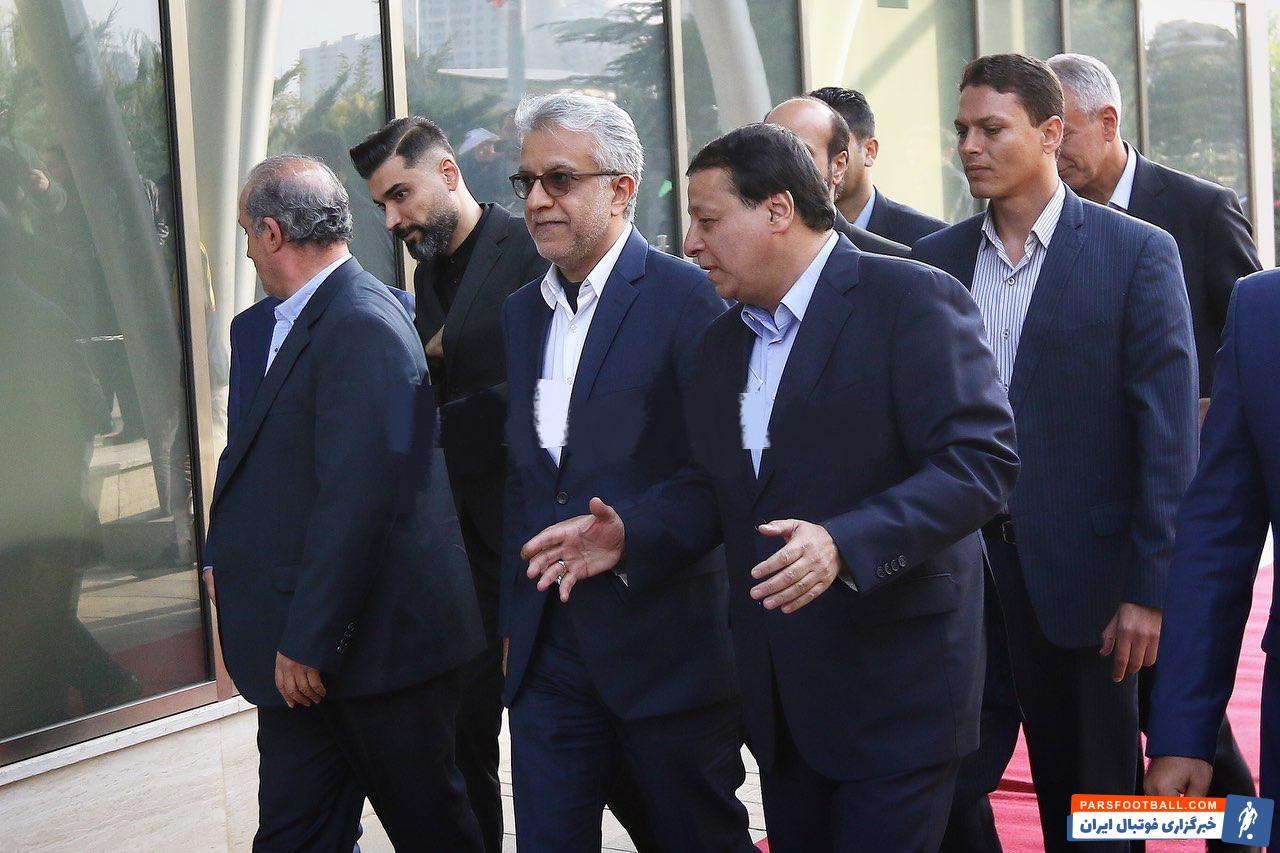 شیخ سلمان رئیس کنفدراسیون فوتبال آسیا است شیخ سلمان در یکی از اولین برنامه های حضور خود در تهران، به همراه روسای فدراسیون فوتبال راهی مرکز پک شد.