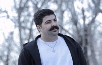بهنام بانی ؛ شیاهت کاراکتر مجموعه فوتبالیست ها با بهنام بانی خواننده استقلالی