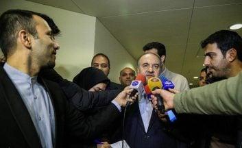 مسعود سلطانی فر وزیر ورزش و جوانان است مسعود سلطانی فر در حاشیه مراسم تجلیل از مربیان فوتبال واکنش هوشمندانه ای به اظهارات کارلوس کی روش داشت.