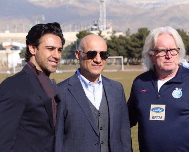 فتحی فرهاد مجیدی چند روزی است به عنوان مربی این تیم و دستیار وینفرد شفر منصوب شده فرهاد مجیدی طبق هماهنگی های انجام شده امروز به محل تمرین ابی ها رفت.