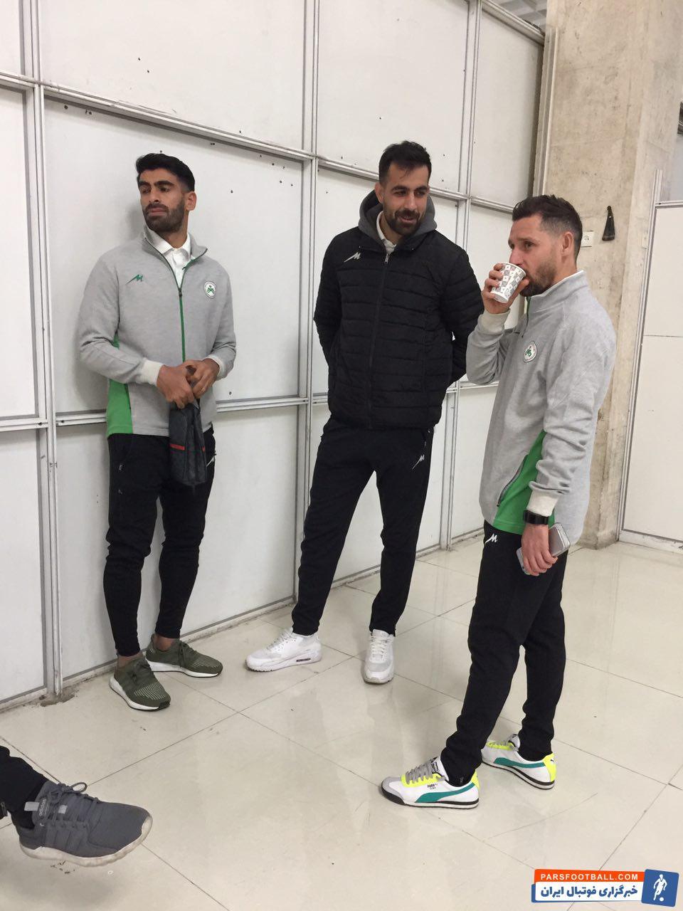 محمدرضا خلعتبری روز جمعه با ذوب آهن قرارداد امضا کرده بود محمدرضا خلعتبری امروز با حضور در اردوی این تیم در اهواز تمریناتش را آغاز کرد.