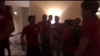 پایکوبی بازیکنان قرقیزستان در راه روهای هتل پس از قطعی شدن صعود