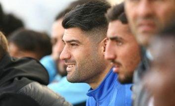 با اعتراض کادرفنی نساجی محمدی مهر از بازی خارج شد و یک بازیکن دیگر به جای محمدی مهر وارد زمین شد تا این بازیکن نتواند تا پایان به بازی ادامه بدهد.