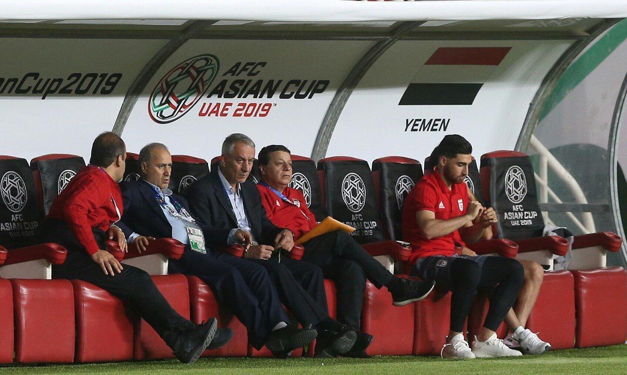 مدیران ارشد فدراسیون فوتبال بازنشسته هستند اما با استفاده از بندهای مختلف و پست های عجیب همچنان در کنار تیم ملی و فدراسیون فوتبال باقی ماندند.