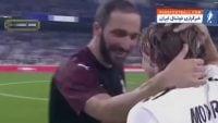 فوتبال ؛ لحظات ارزشمند و دیدنی از دلداری دادن و احترام گذاشتن ستاره ها