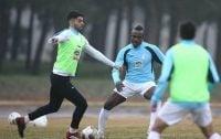 علی کریمی در اردوی تیم ملی مصدوم شد و مصدومیت علی کریمی تا حدی بود که در این مدت در تمرین حضور نداشت و حتی نتوانست در بازی با پیکان برای استقلال بازی کند.