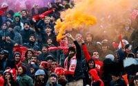 هواداران تیم تراکتورسازی در بازی مقابل استقلال علی رغم هوای سرد و بارانی تبریز، حضور پرشوری در ورزشگاه داشتند و حتی بارش برف نیز مانع حمایت آن ها نشد.