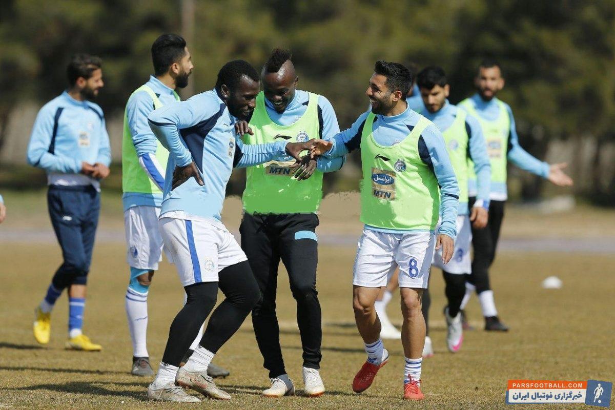 ایسما و منشا دو بازیکن آفریقایی استقلال رابطه بسیار خوبی با هم دارند. ایسما و منشا در تمرین اخیر تیم آبی پوش تمرین شادی گل کردند