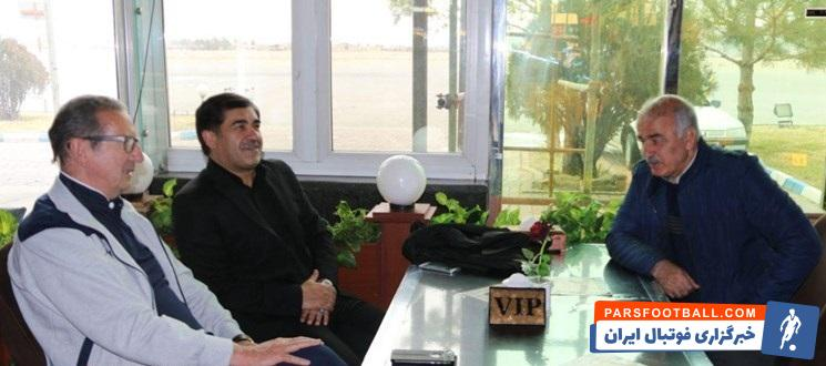 ایوب بهتاج مدیرعامل جدید باشگاه تراکتورسازی است ایوب بهتاج در فرودگاه تبریز با جرج لیکنز سرمربی و حسن آذرنیا مدیر تیم تراکتورسازی دیدار کرد.