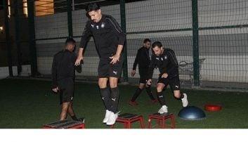 ژاوی به دلیل مصدومیت از ناحیه زانو بازیهای ماه گذشته السد را از دست داده بود ژاوی در تمرینهای گروهی شرکت کرد تا آماده بازی با پرسپولیس شود.