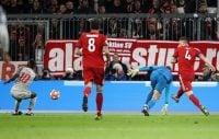 بی شک اگر مانوئل نویر را بهترین دروازه بان ۱۰ سال اخیر فوتبال جهان ندانیم، مانوئل نویر در بین سه سنگربان نخست جای دارد .