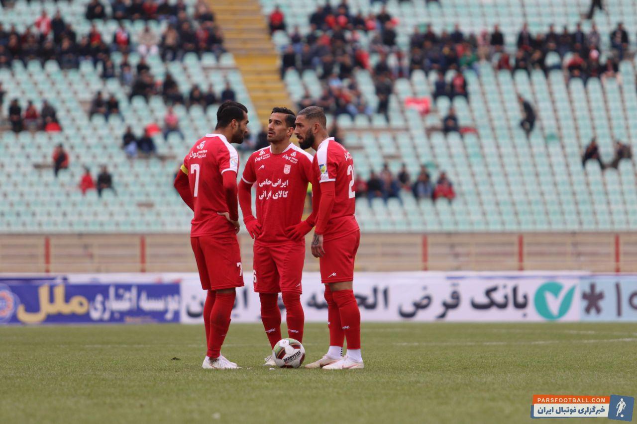 اشکان دژاگه ، مسعود شجاعی و احسان حاج صفی پس از گل تیم تراکتورسازی برای دقایقی بازی را به کنترل تیم سرخپوش تراکتورسازی درآوردند.