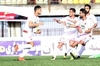 علی علیپور مورد انتقاد برخی از هواداران پرسپولیس بود علیپورپس از گل در اقدامی جالب توپ را برداشت تا وسط زمین بگذارد و باعث شود بازی زودتر آغاز شود.