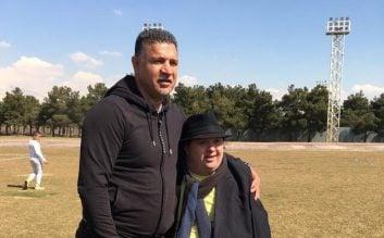 پنالتی زدن بچه های اوتیسم به علی دایی در تمرین سایپا